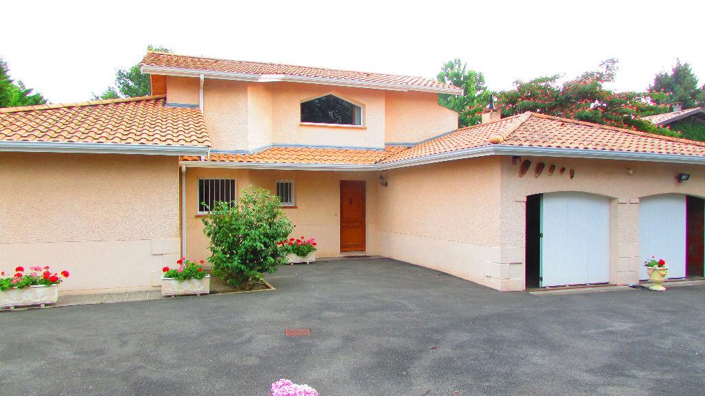 Maison Saint Aubin de M�doc  4 pi�ces de 176 m2