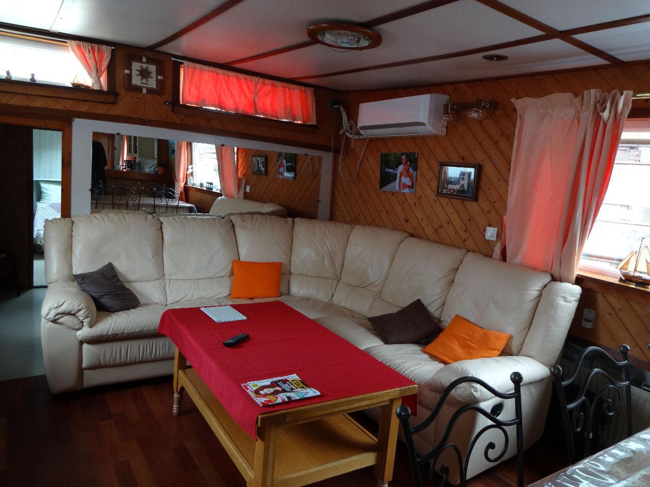 vente maison courbevoie 4 pi ces 80m 336 000 sur le partenaire. Black Bedroom Furniture Sets. Home Design Ideas
