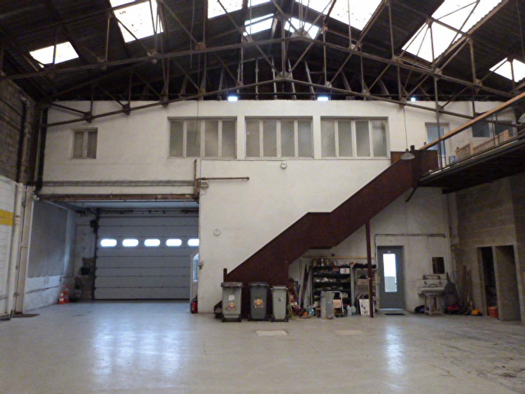Roscoff, immeuble : bureaux, garages et appartement