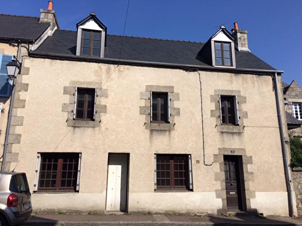 Saint Pol de Léon, centre ville maison  à restaurer avec jardin...