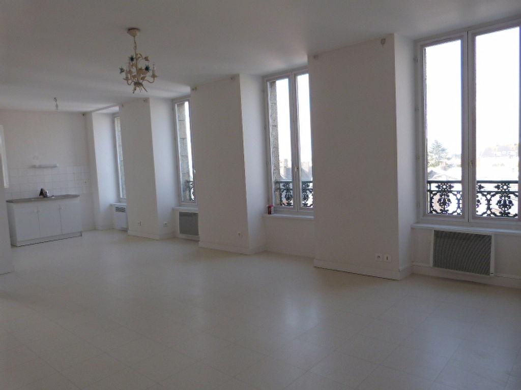 Saint Pol de Léon, centre appartement T2 avec ascenseur.