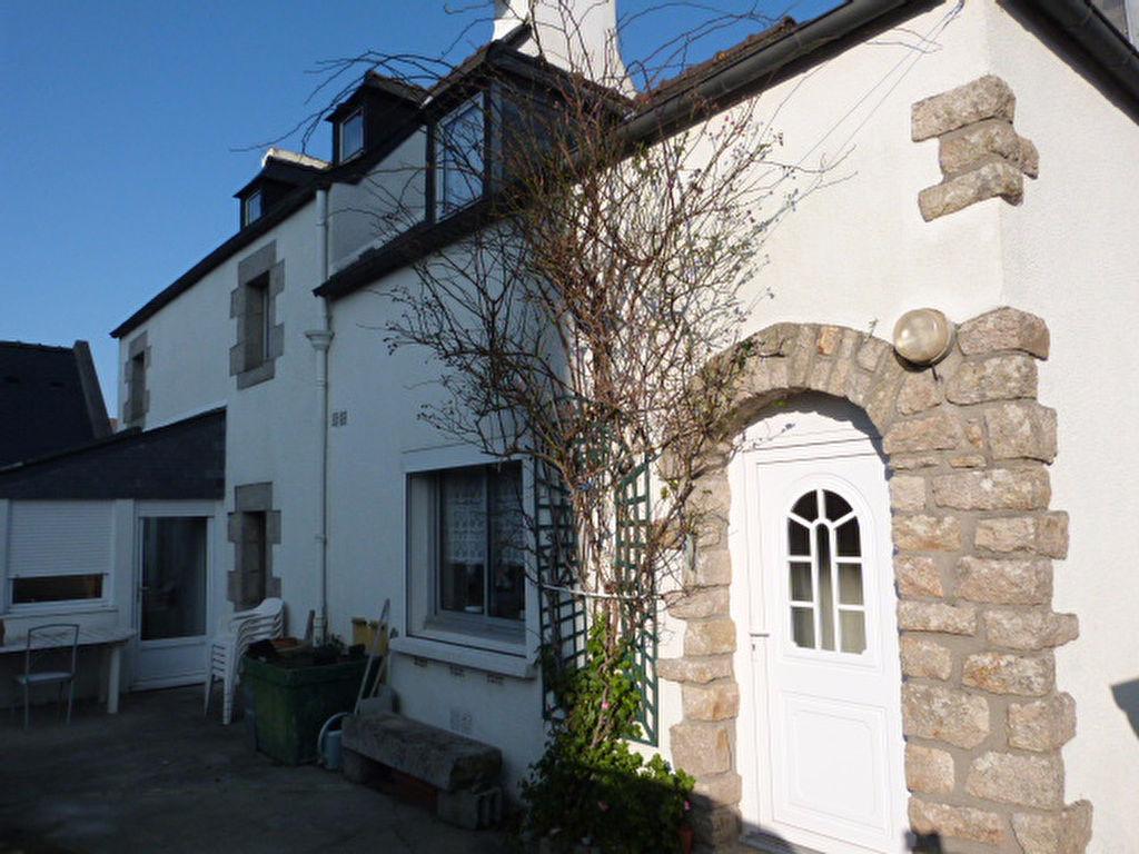 Saint Pol de Léon, maison de ville, 4 chambres, véranda, garage, cheminée.