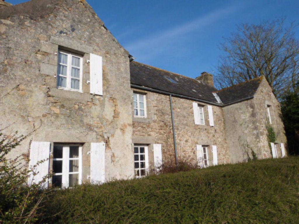 Finistère, Nord,St Pol de Léon , corps de ferme à rénover, dépendances, écuries ...