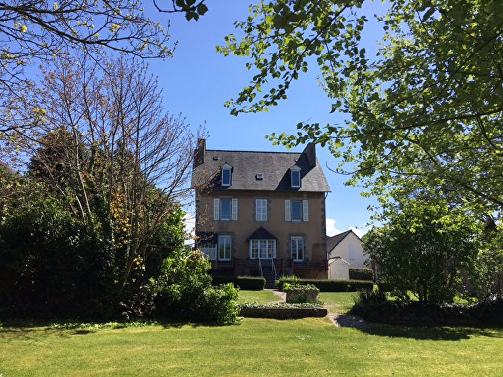 Saint Pol de Léon, maison de maître, jardin clos de murs sans vis-à-vis...