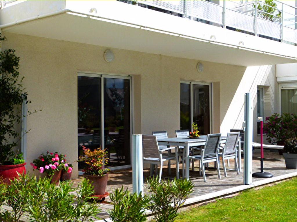 SAINT POL DE LEON, centre ville, appartement de deux chambres en rez-de-jardin