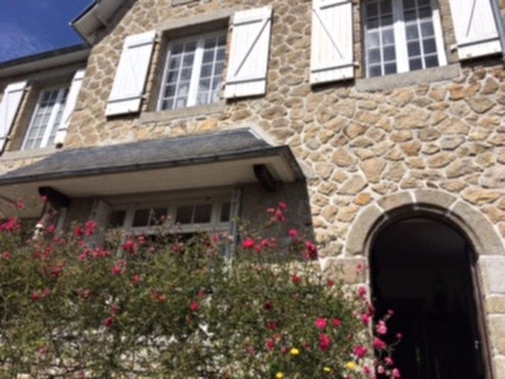 St Pol de Léon, maison de caractère en pierres apparentes, commodités à pieds...