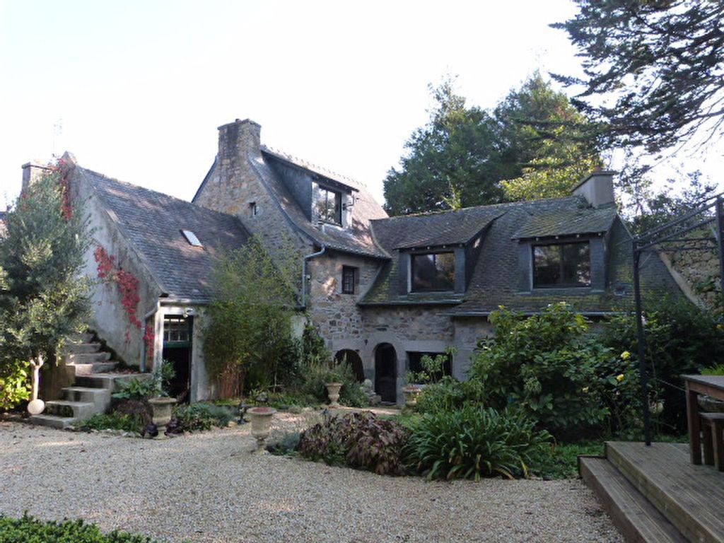 St Pol de Léon,  maison  de caractère, centre ville, jardin clos et garage.