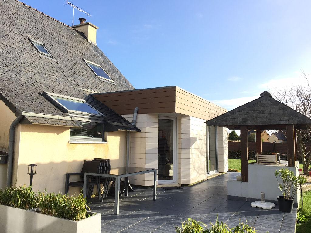 Saint Pol de Léon, maison  5 ch, jardin,garage et  atelier...