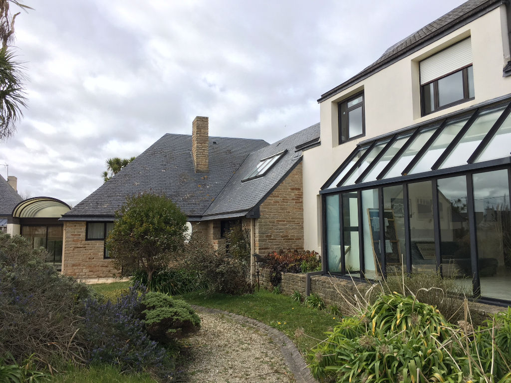 Finistère Nord, SANTEC, maison d\'architecte, jardin, terrain de tennis