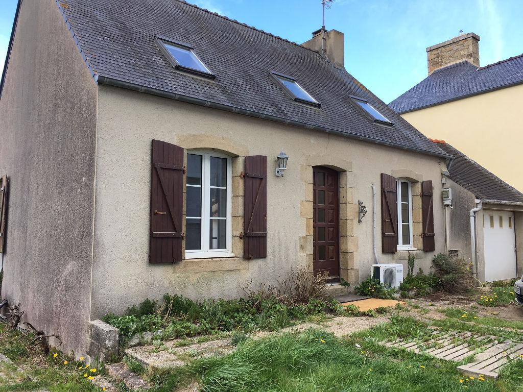 Finistère Nord, PLOUGOULM : Maison en pierres, 3 chambres, cheminée, jardin.