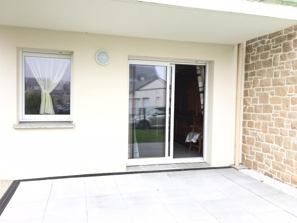 ROSCOFF, appartement T3, Rez -de-jardin, terrasse, jardinet, place de stationnement.