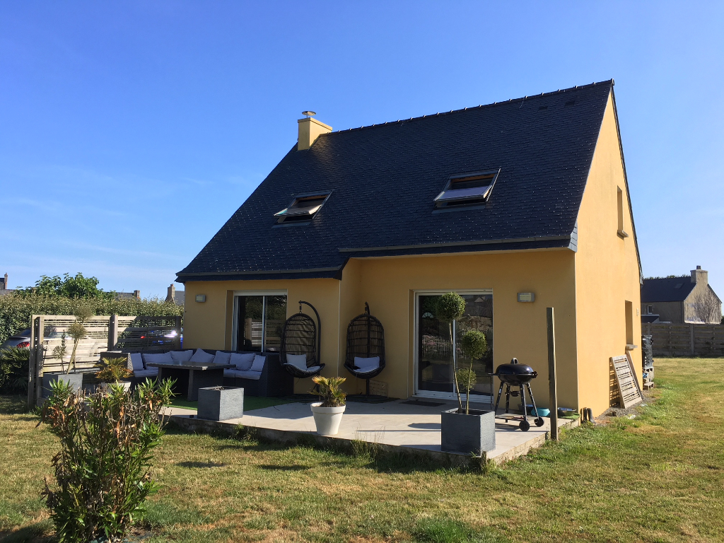 PLOUGOULM, maison 4 chambres, vie de plain pied, jardin, garage.
