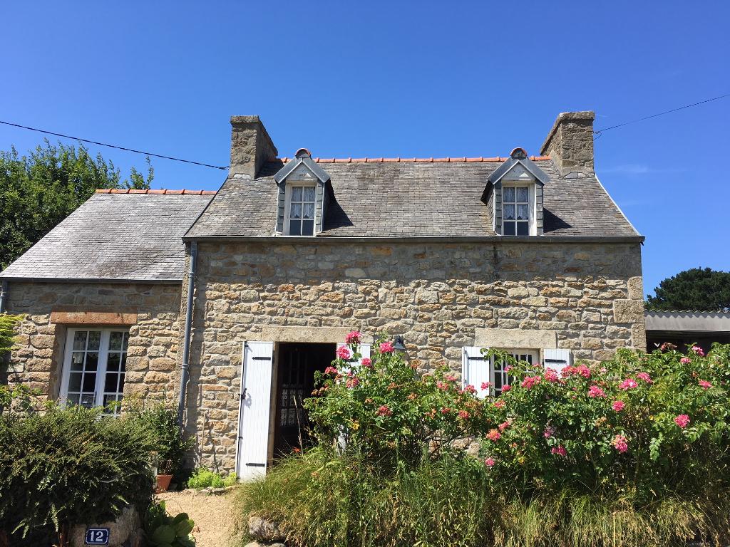 Plougoulm à la campagne maison en pierres