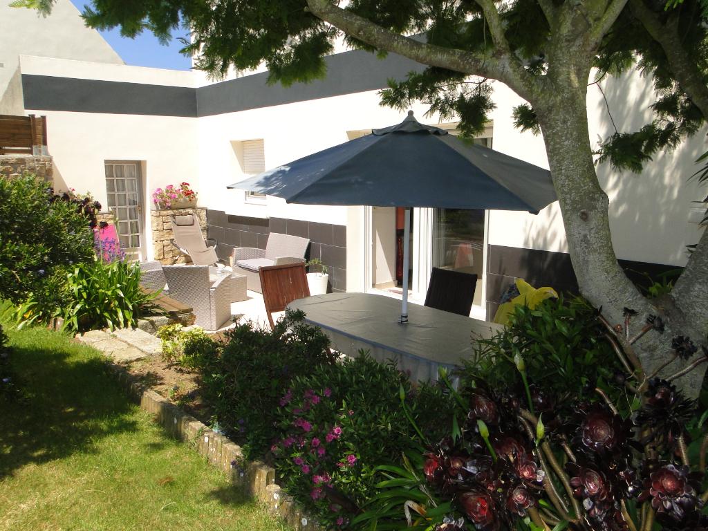 Finistère Nord SIBIRIL grande maison 6 chambres,  terrain clos,