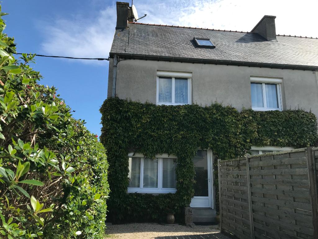 Finistère Nord, ROSCOFF, maison mitoyenne de 4ch, jardin, centre ville à 10 mns à pieds....