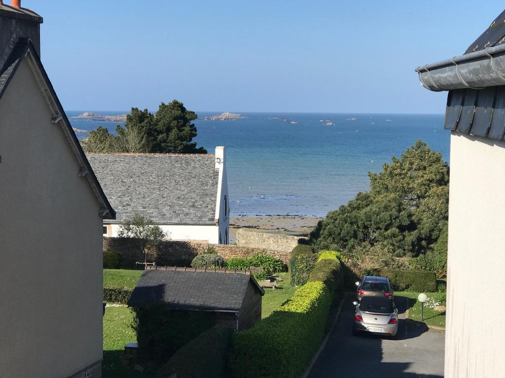 Finistère Nord CARANTEC, bel appartement en duplex  de trois chambres