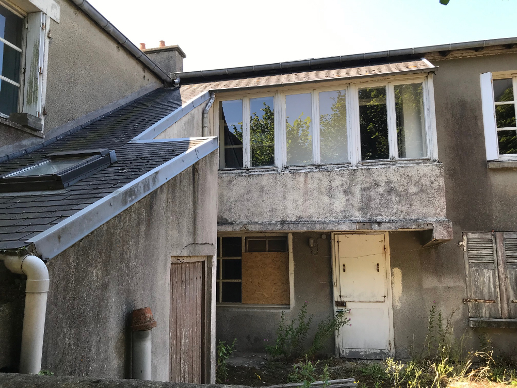 FINISTERE NORD Henvic, maison de bourg à rénover