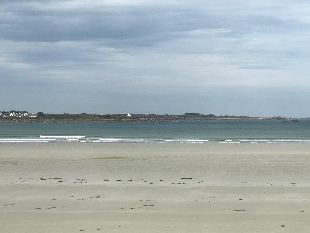 Finistère Nord, SANTEC, vue mer exceptionnelle, pieds dans l\'eau...
