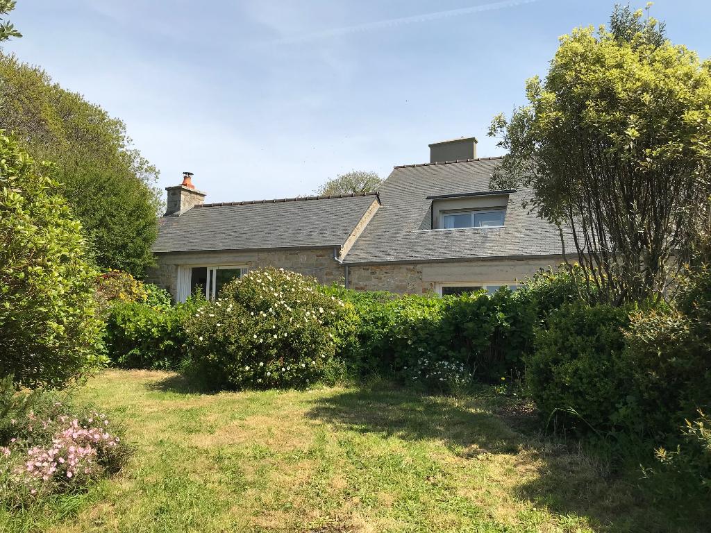 Finistère Nord, Roscoff, maison en granit à 800 m de la mer....