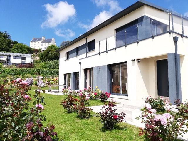 Finistère Nord SAINT POL DE LEON,  maison  5 ch bord de mer...