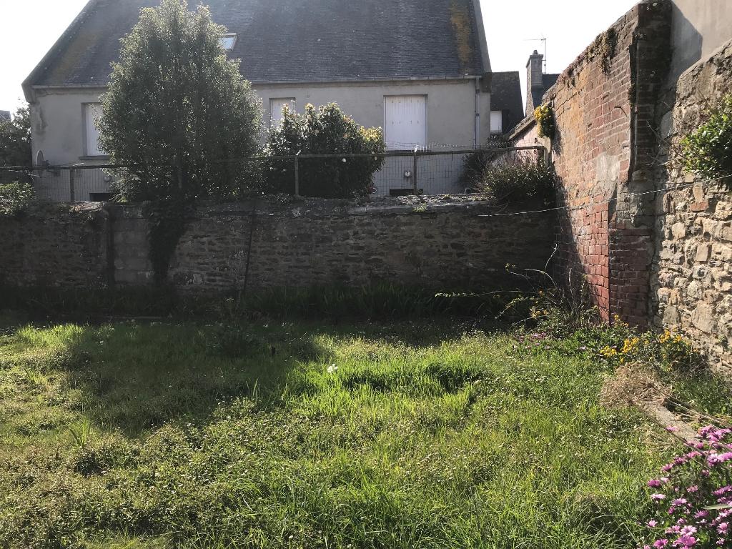 Finistère Nord, Roscoff, appartement ou local professionnel en rez-de-jardin...