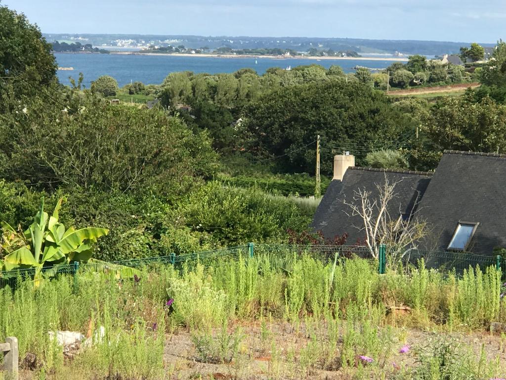 Finistère Saint Pol de Léon, proche mer , longère et dépendances proche mer....