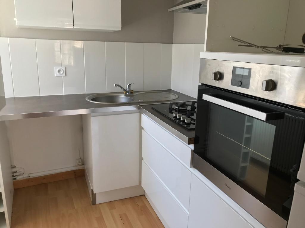 SAINT POL DE LEON , appartement de deux chambres en duplex