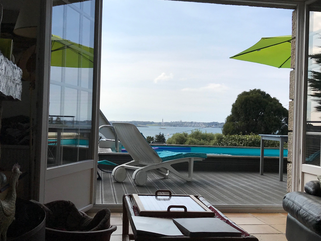 Finistère Nord CARANTEC, vue mer, jardin, piscine...