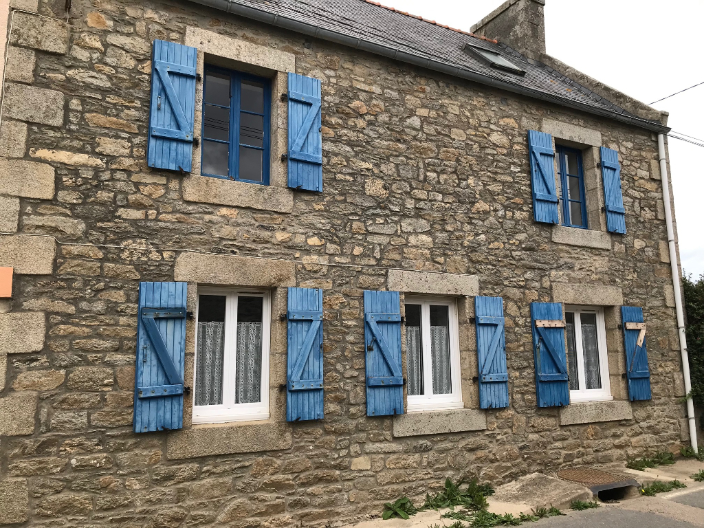 Finistère Nord,SANTEC, maison deux chambres, cheminée, petit jardin...