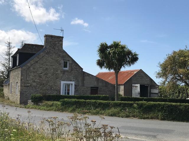 Finistère Nord, PLOUGOULM campagne, maison en pierres à rénover