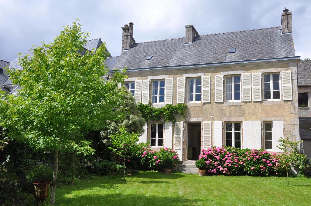St Pol de Léon maison de maître jardin clos de murs