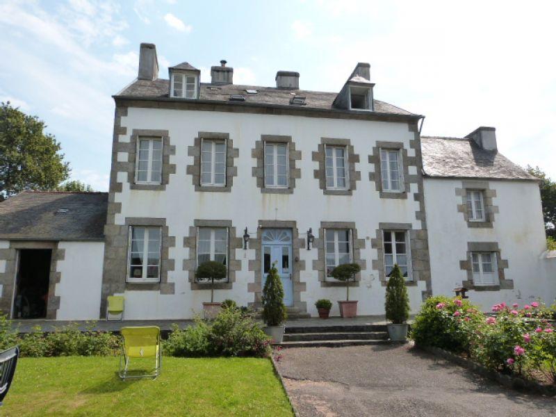 Finistère Nord St Thégonnec Maison de maître et dépendances