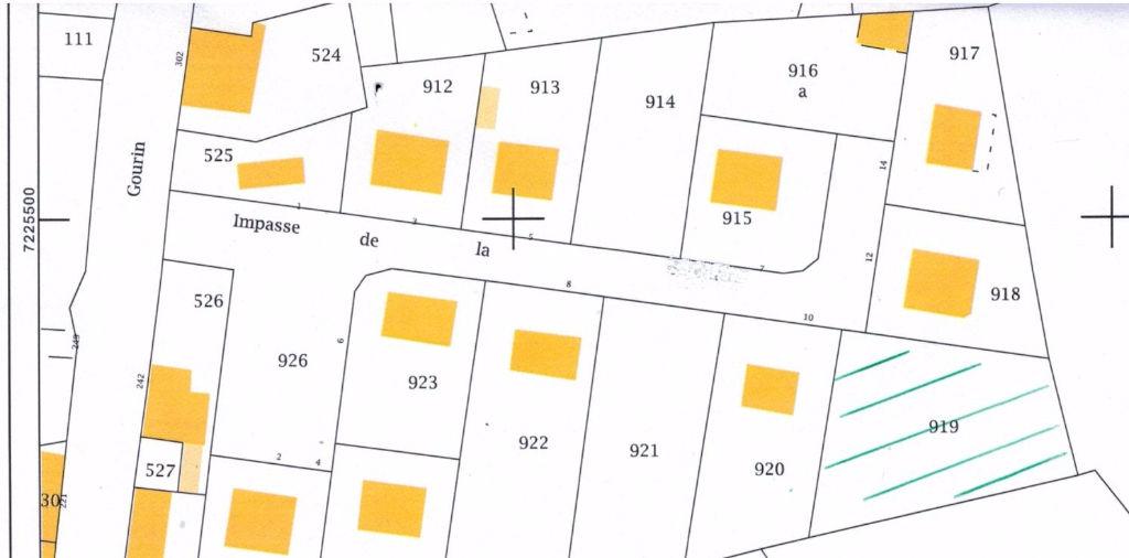 Beau terrain constructible de 1015 m² en centre ville.