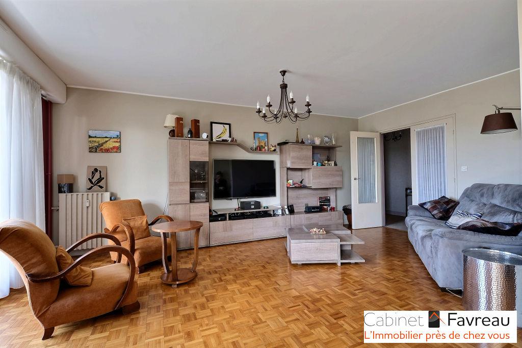 Appartement L Hay Les Roses 4 pièces 85 m2 avec balcons