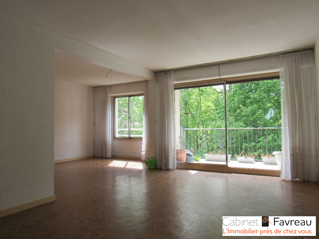 Thiais - Centre Ville - Appartement 3 pièces 64.50 m2 avec balcon