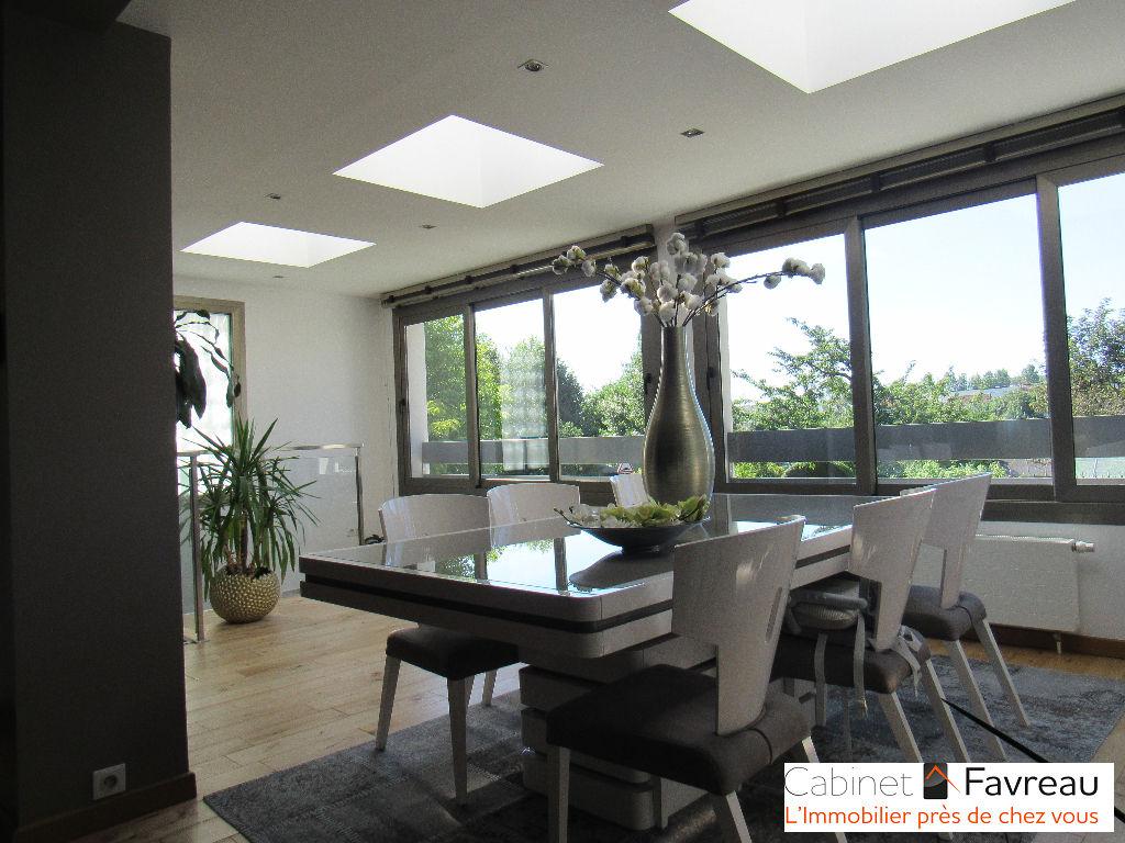 Orly - Parc Méliès - Maison 6 pièces avec 4 chambres de 160 m2 + garage double