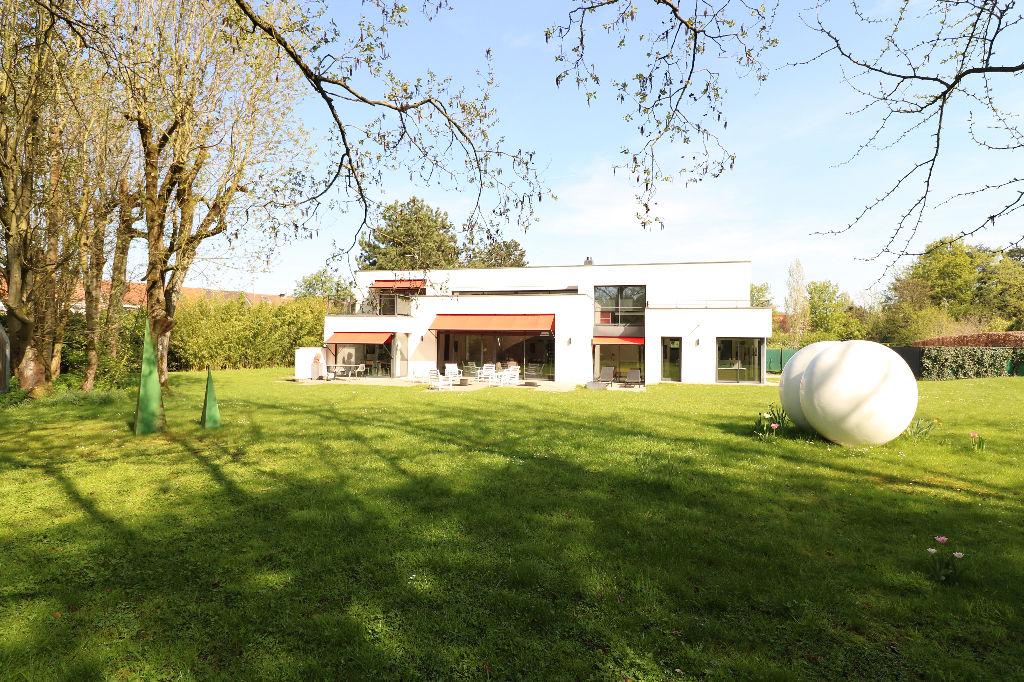 Maison  d'architecte Croix 8 pièce(s) 269.51 m2