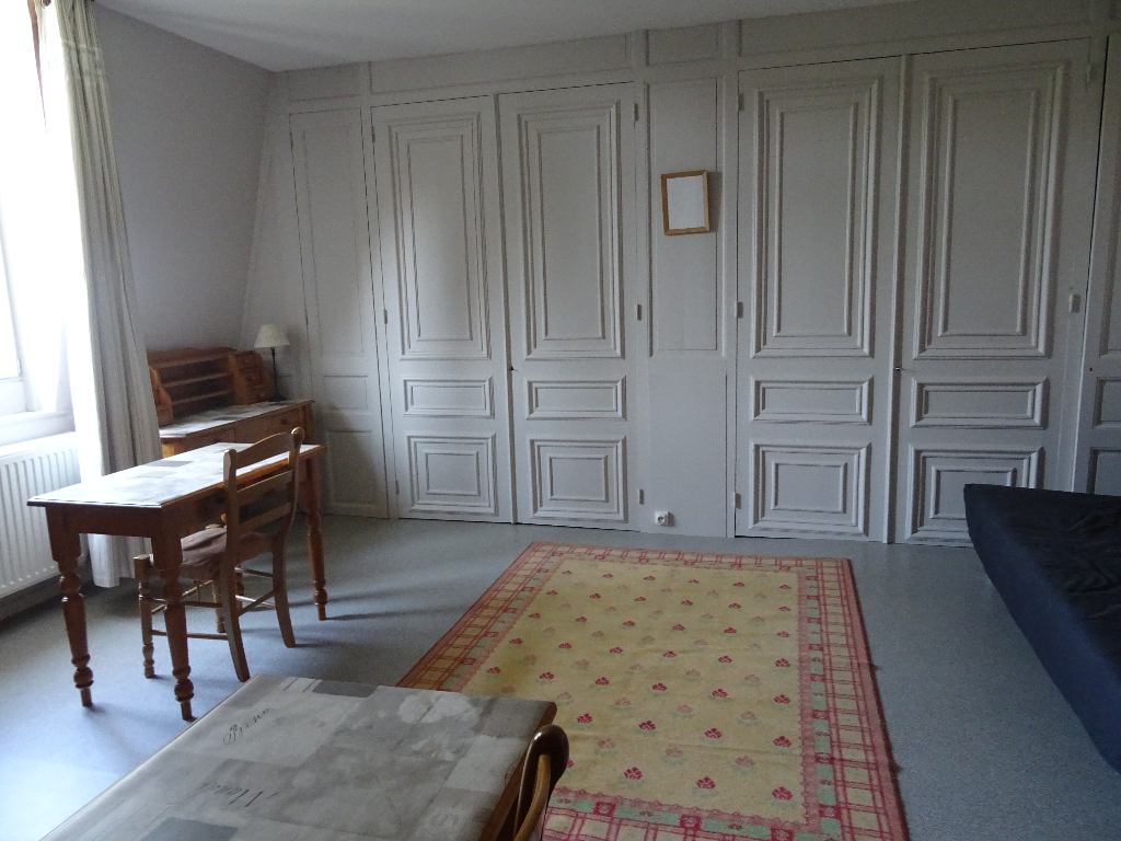 SANS FRAIS D'AGENCE ! Studio meublé à proximité de la gare , commerces et transports