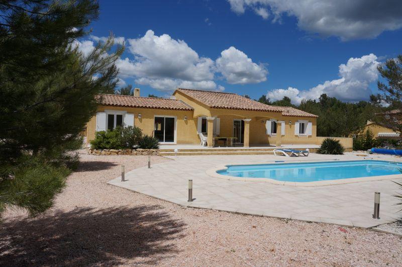 Maison avec piscine corse maison moderne for Villa avec piscine en corse
