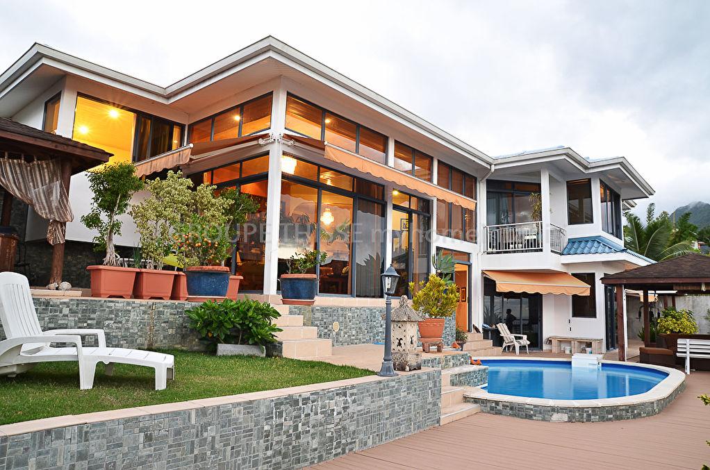 A vendre maison d 39 architecte for Acheter une maison a tahiti