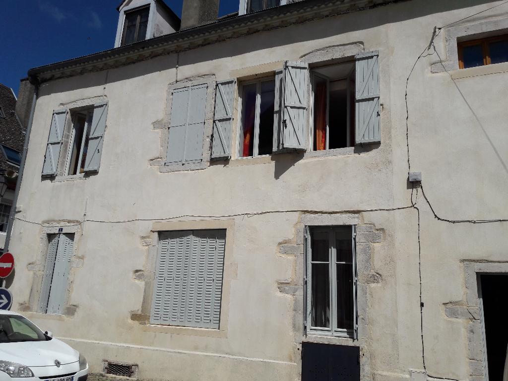 SEURRE,  30 mns de Dijon lumineux et spacieux appartement en parfait état Type 4  .terrasse. ombragée  .