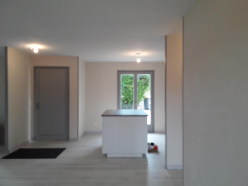 Maison de plain pied   5 pièce(s) 110 m2. entièrement rénovée. terrasse . terrain clos.