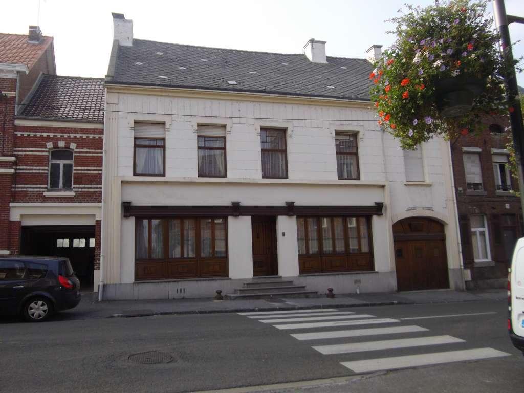 Maison - 9 Pi�ce(s) - 200 M2