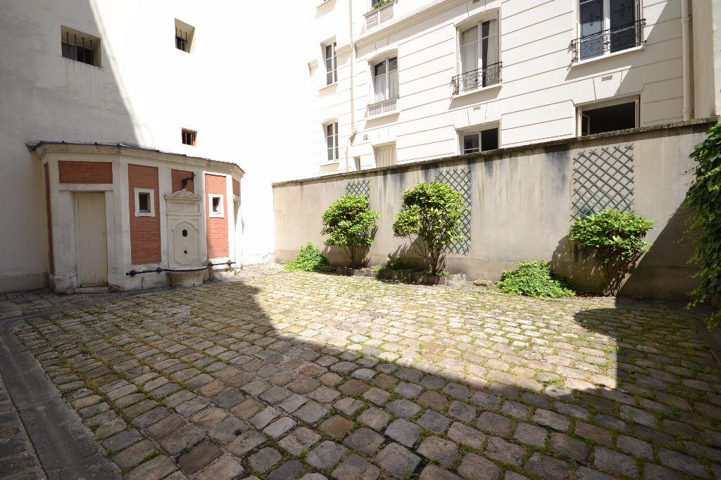 Studio entre Métro Trinité et Blanche Studio
