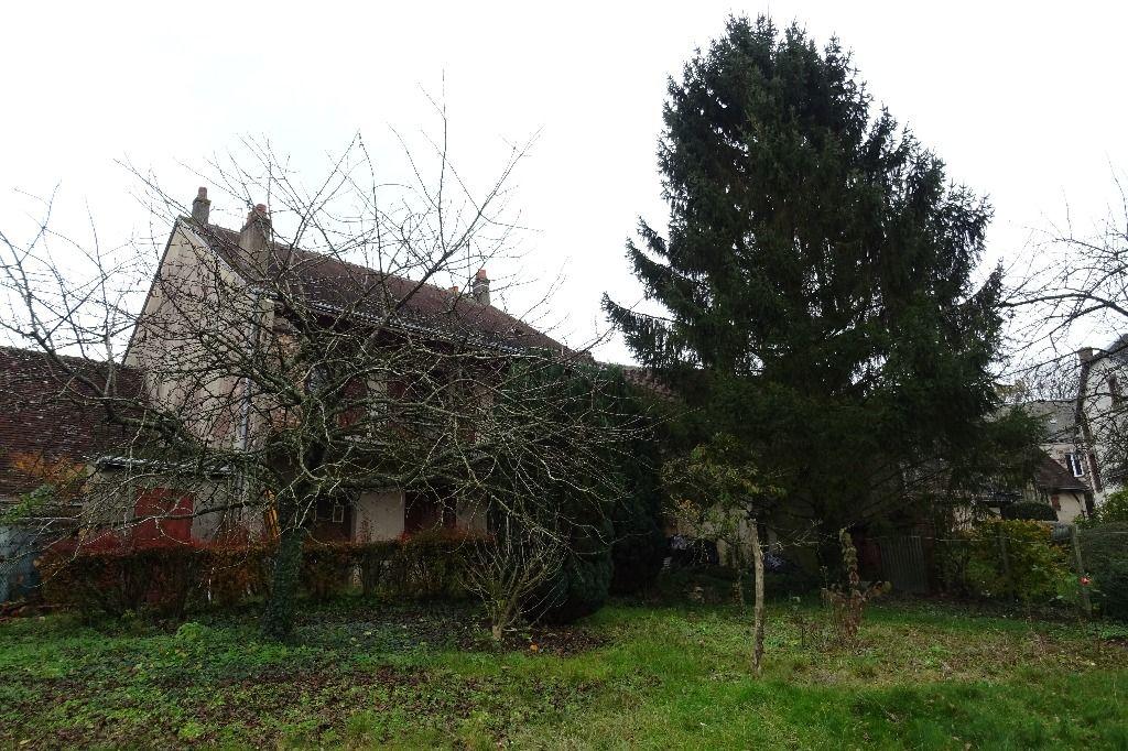 Maison de village avec commerces et écoles à 10 mn de NOGENT LE ROTROU