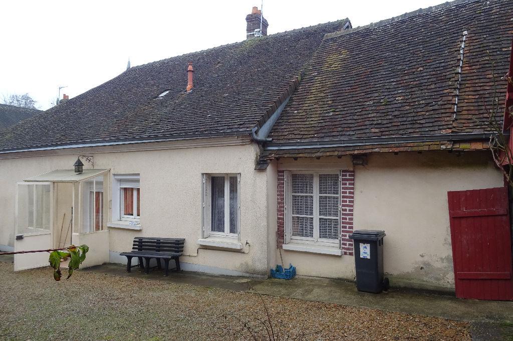 Maison en bon état située dans village