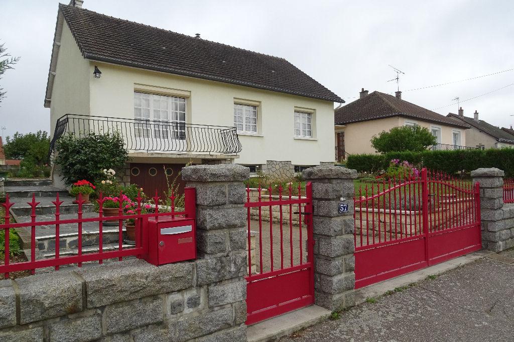 Maison dans village avec tous commerces et écoles