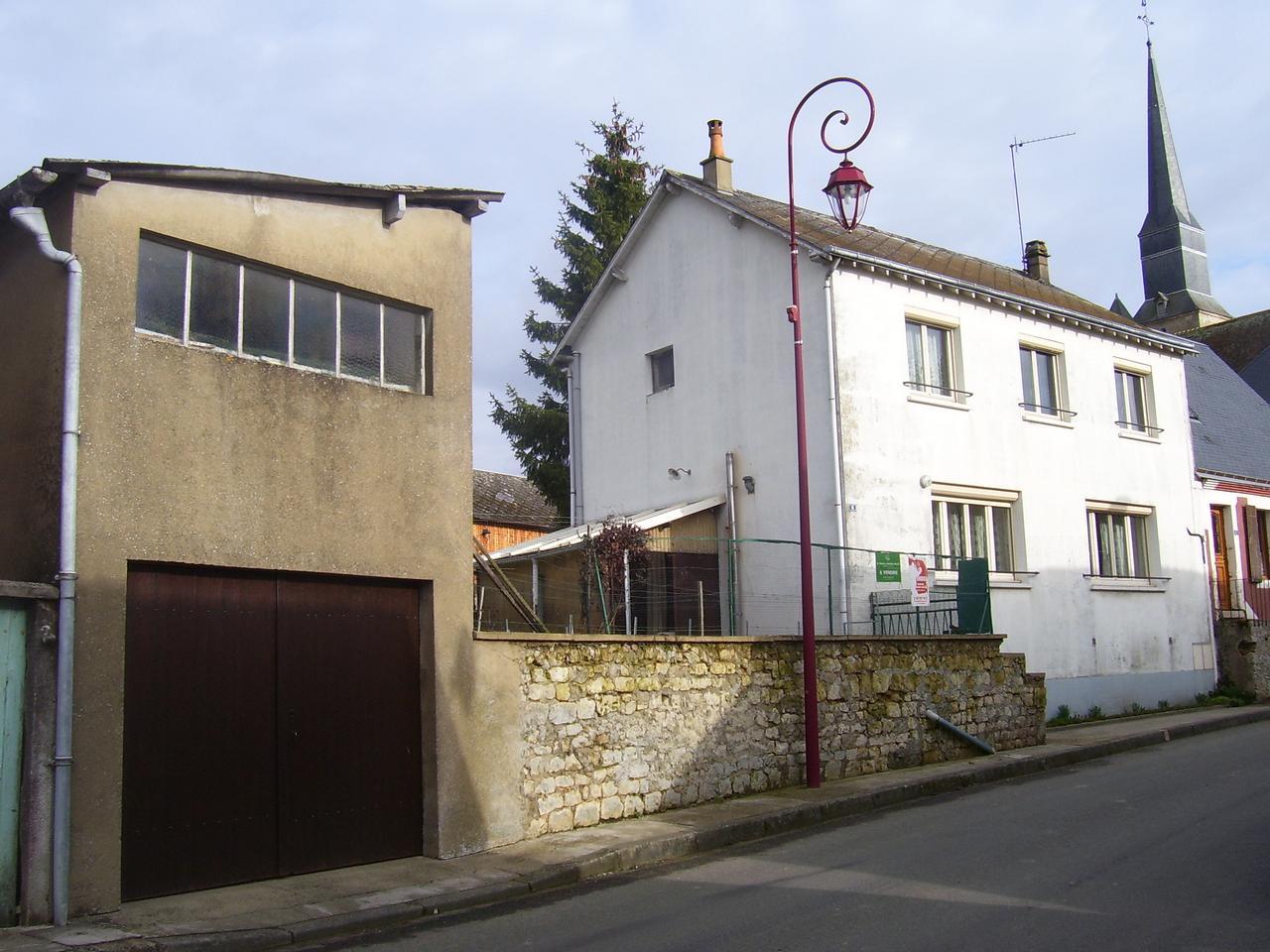 Dans Petit Village Sarthois