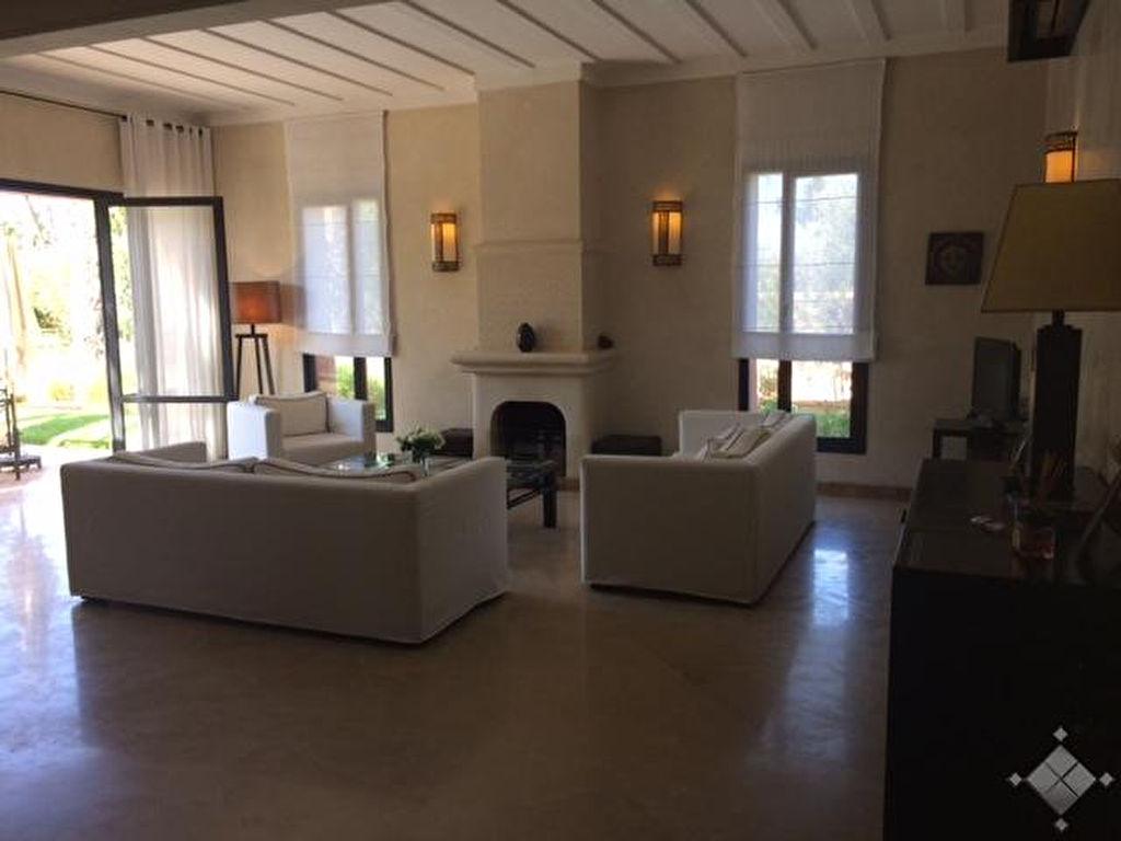 Magnifique villa meublée et équipée, située dans une sympathique copropriété à BAB ATLAS.