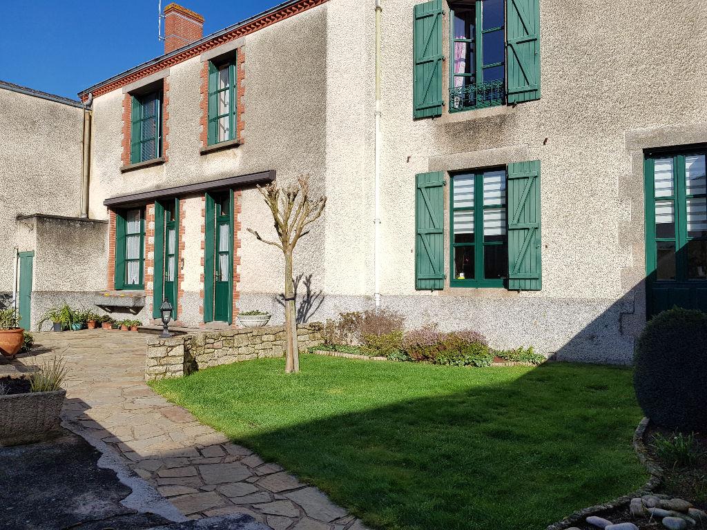 Maison Tiffauges 8 pièce(s) 195 m2